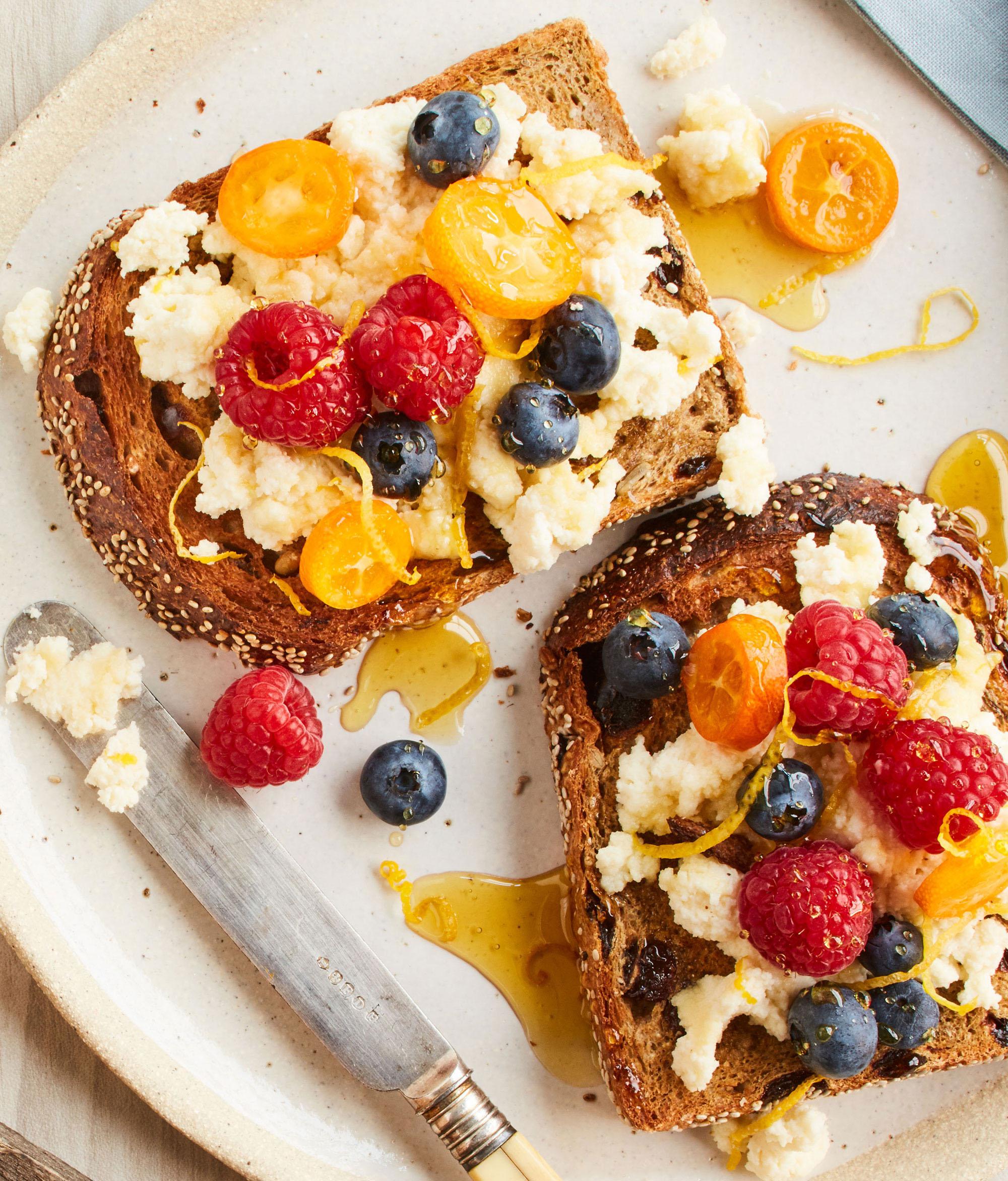 Fruit toast, food styling
